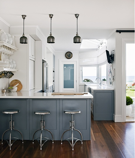 Grey And White Kitchens: A Beautiful Beach House