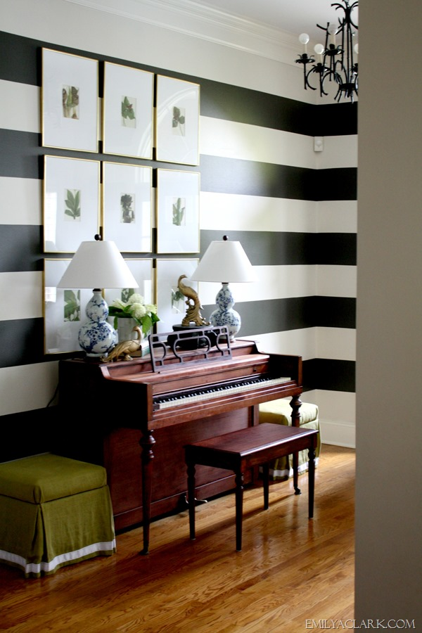 piano in entry