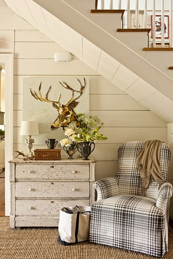 Fall decorating (farmhouse via Southern Living)