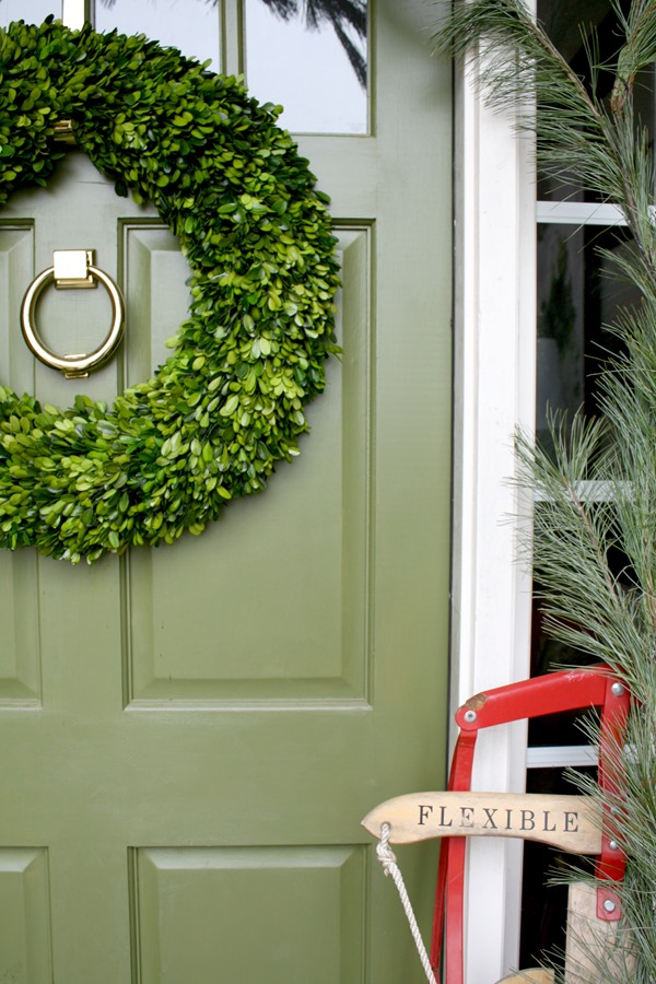 green-front-door-boxwood-wreath