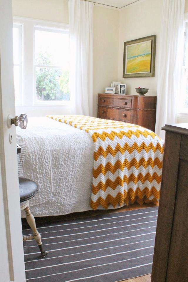 bedroom-gold-white