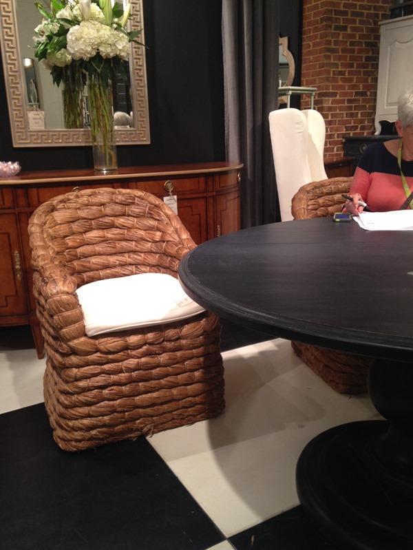 seagrass chair, black pedestal table