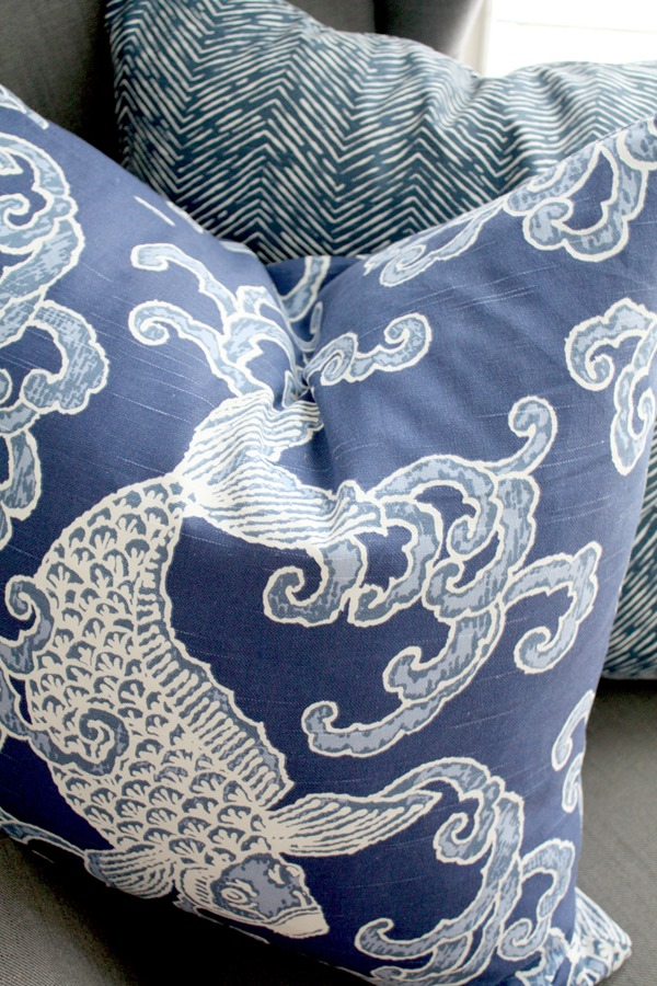 blue_white_pillows