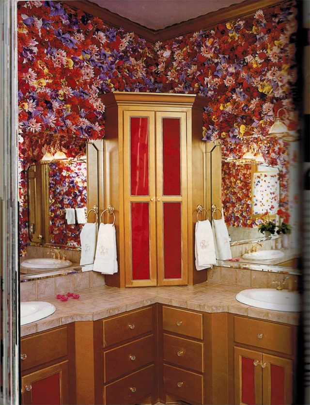 silk-flowers-on-bathroom-walls-Trading-Spaces
