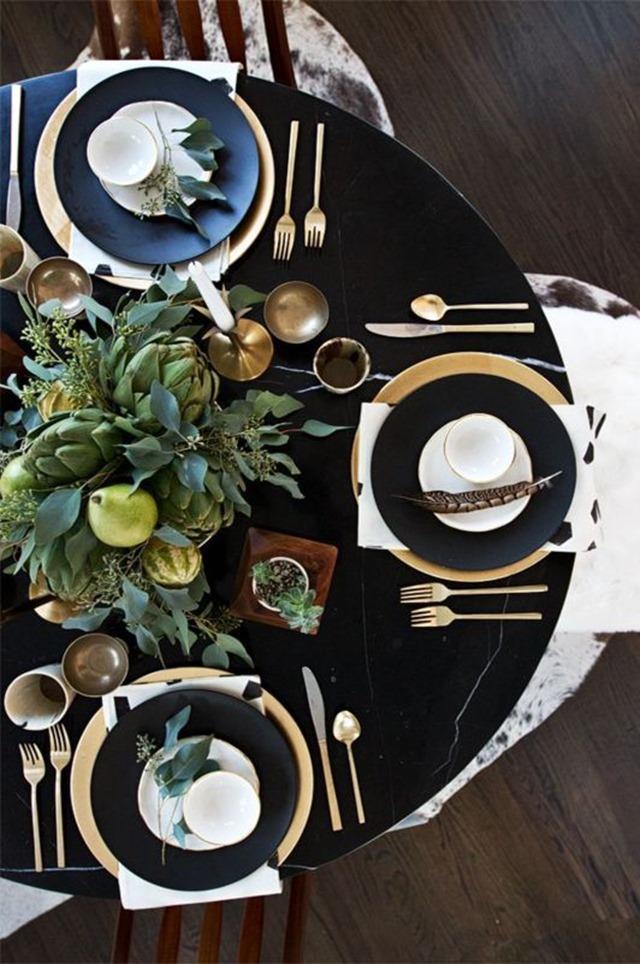black_Thanksgiving_table