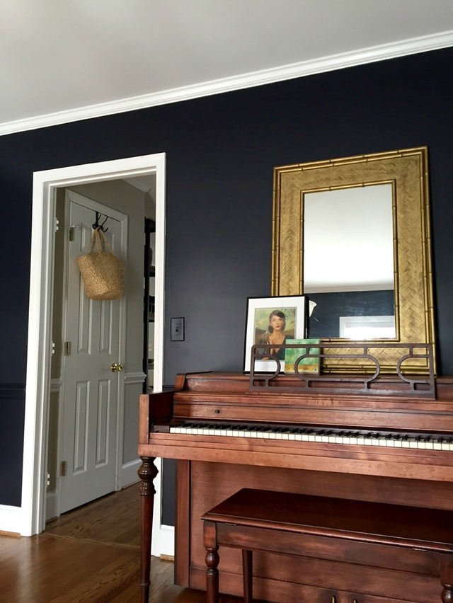black_piano_room
