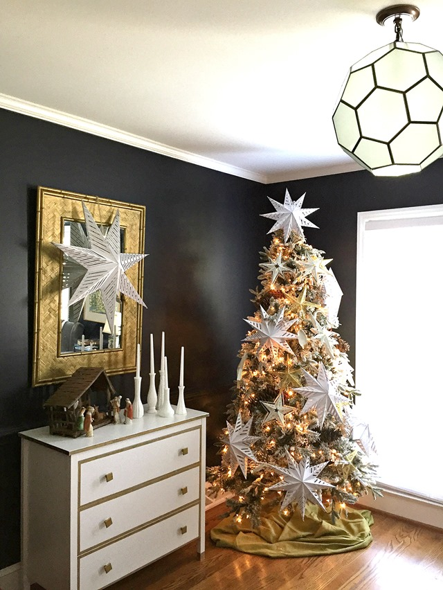black_room_white_Christmas_tree