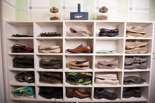 shoe organizaation in mudroom