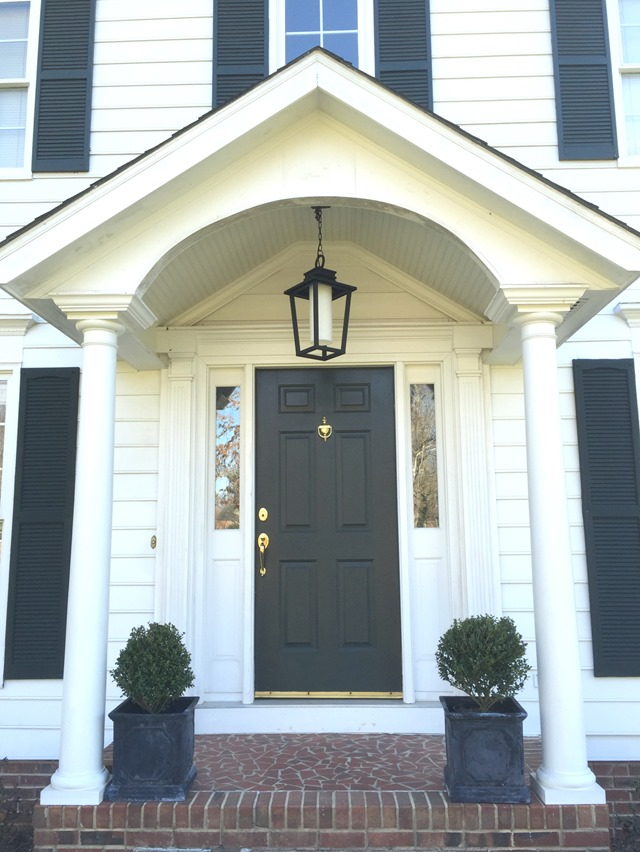 Colonial front porch lighting