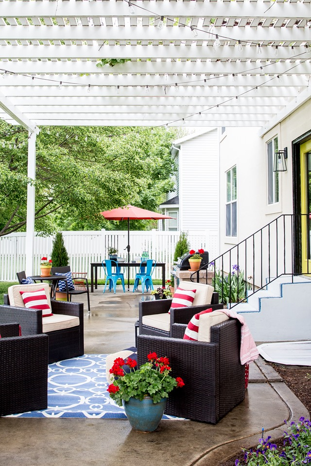 Colorful Lowe's Spring patio makeover with pergola
