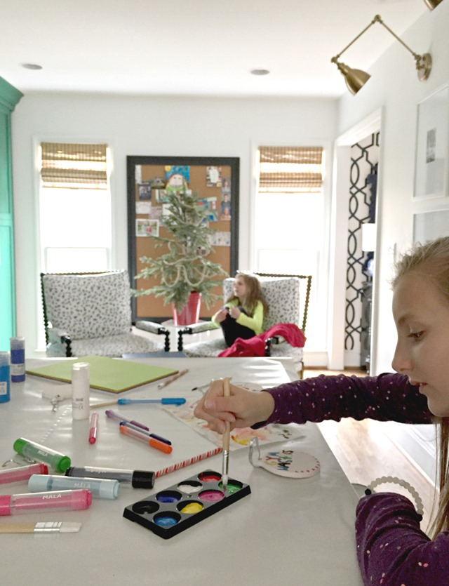 painting-Christmas-ornaments