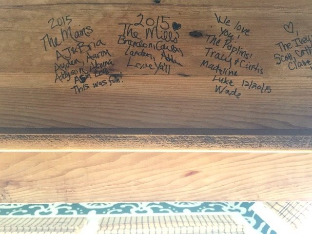 signing-table