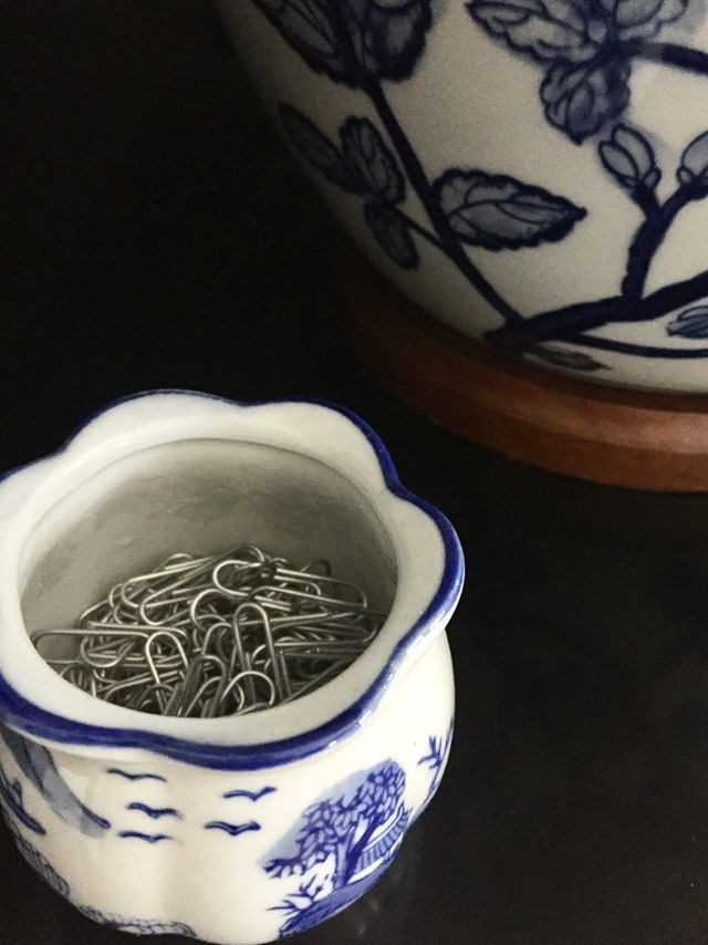 paperclips-blue-white