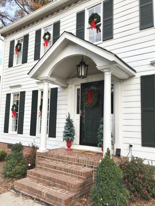 Colonial-house-Christmas-snapshots-2017