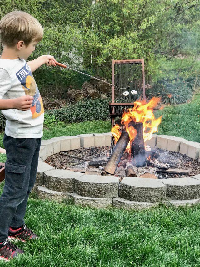 roasting marshmellows firepit