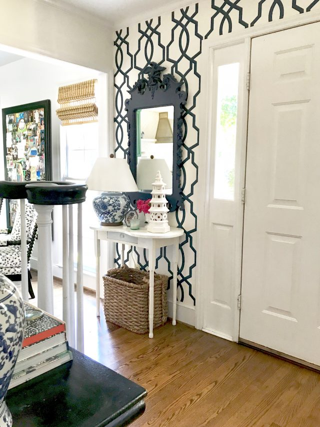 colonial-house-entryway-vignette