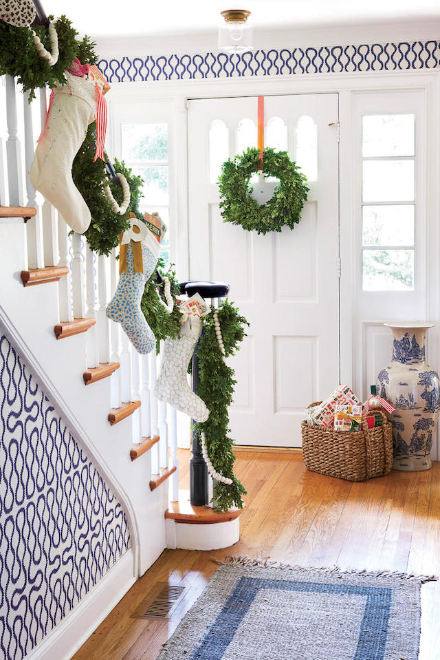 Christmas-home-entryway-decorations