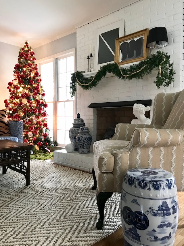 colonial-house-living-room-Christmas-tree