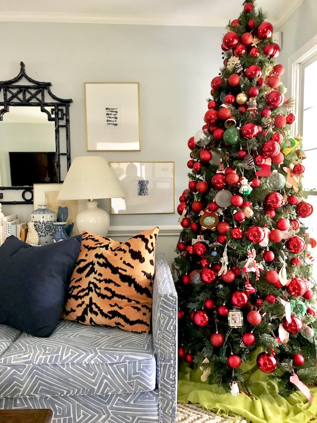red-traditional-Christmas-tree