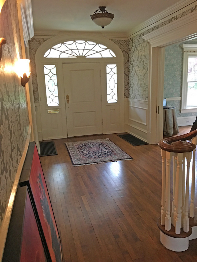 historic-home-entryway-before-update
