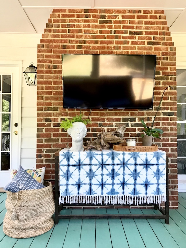 Cozy-Texture-Decor-Screened-Porch