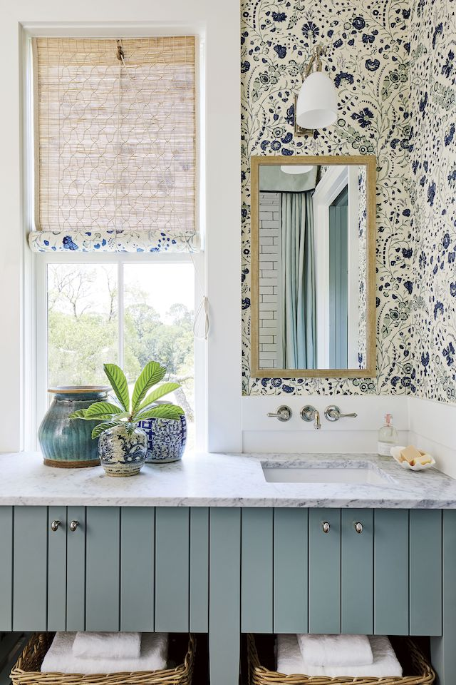 Southern-Living-Idea-House-2019-bathroom-wallpaper