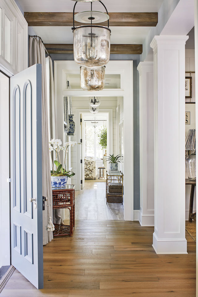 Southern-Living-Idea-House-2019-entryway-lighting