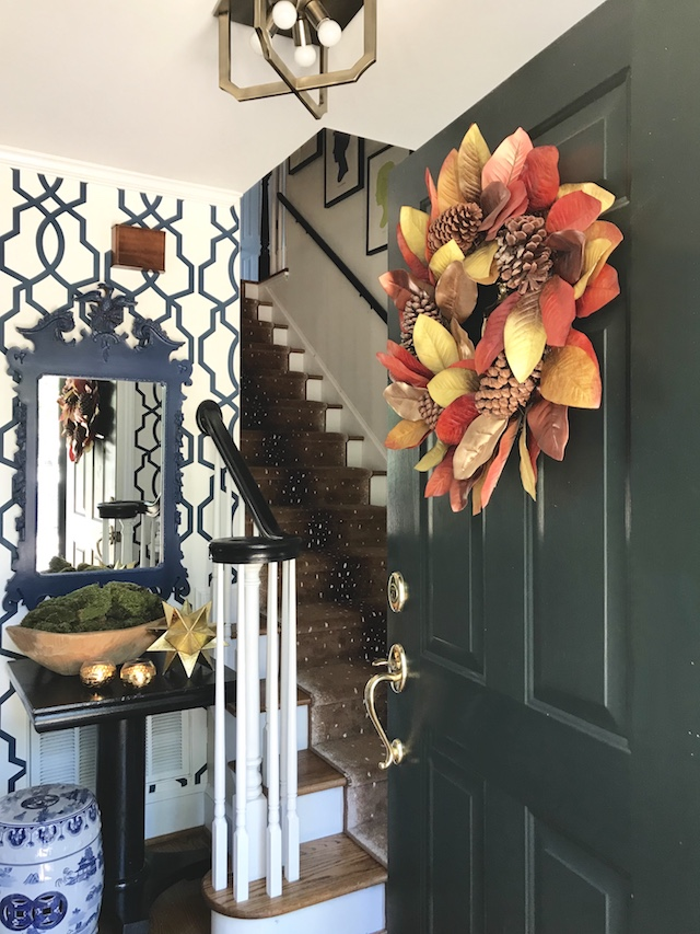 Fall-Touches-Our-Entryway-colonial-house