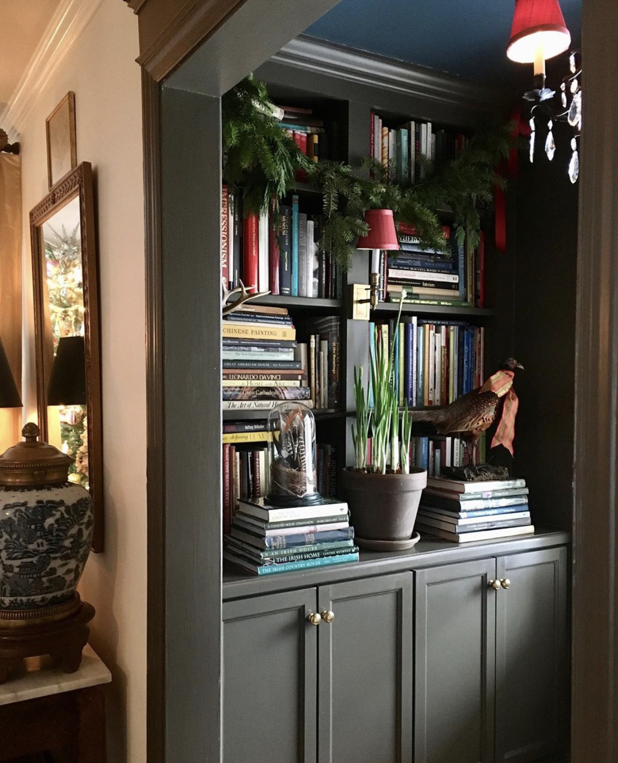 Christmas-decorating-ideas-bookcase