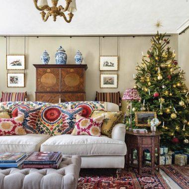 Christmas-living-room-Carlos_Garcia_Interiors