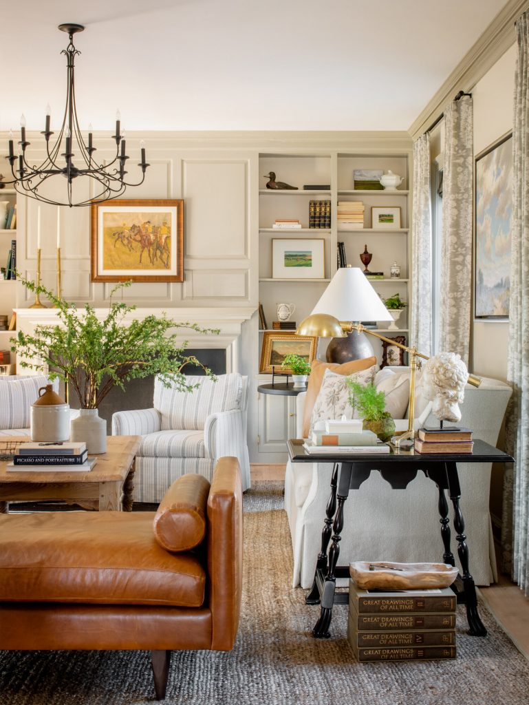 Farmhouse+living+room+by+Alison+Giese+Interiors