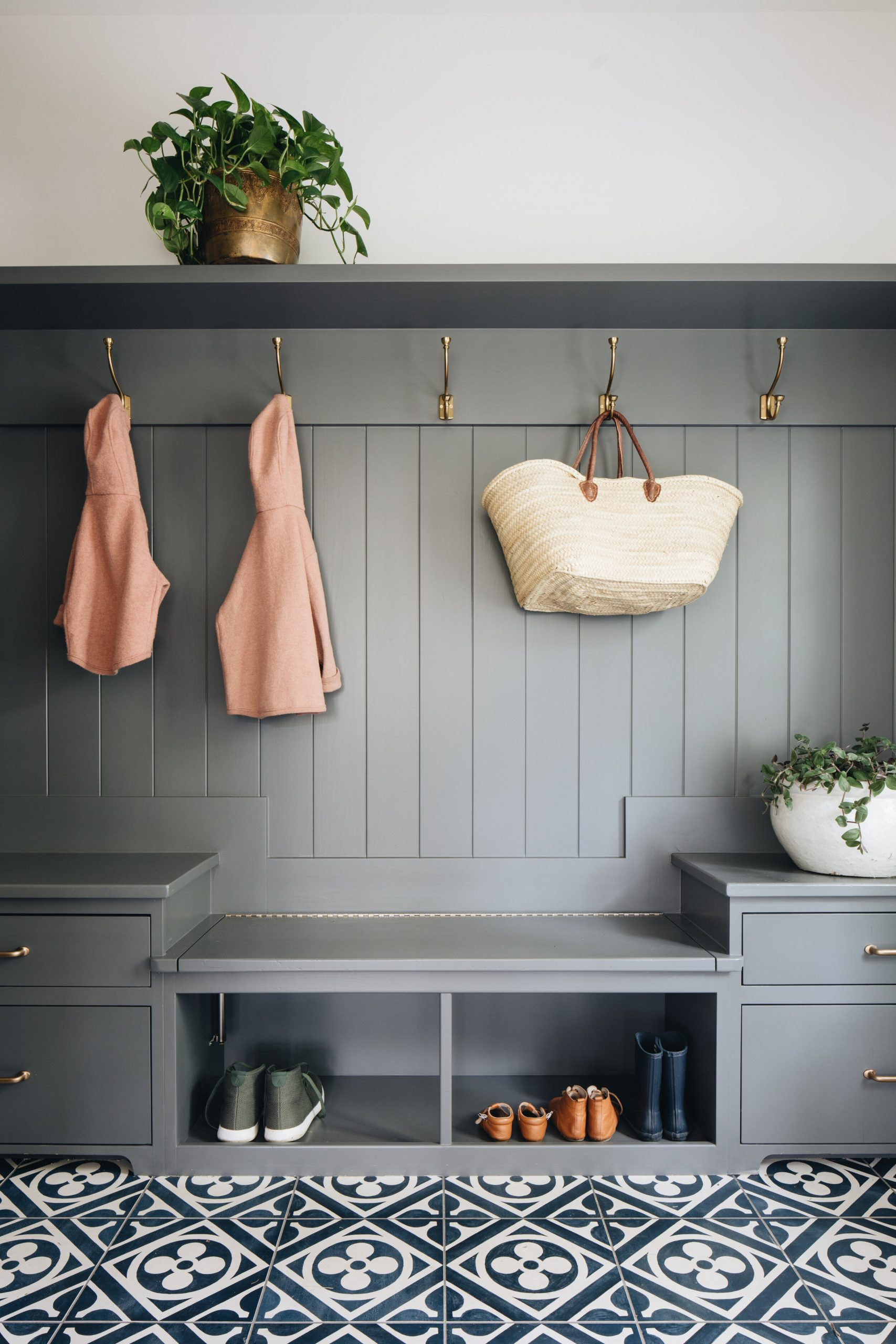 JSD+Modern+Classic+Home_mudroom-hooks