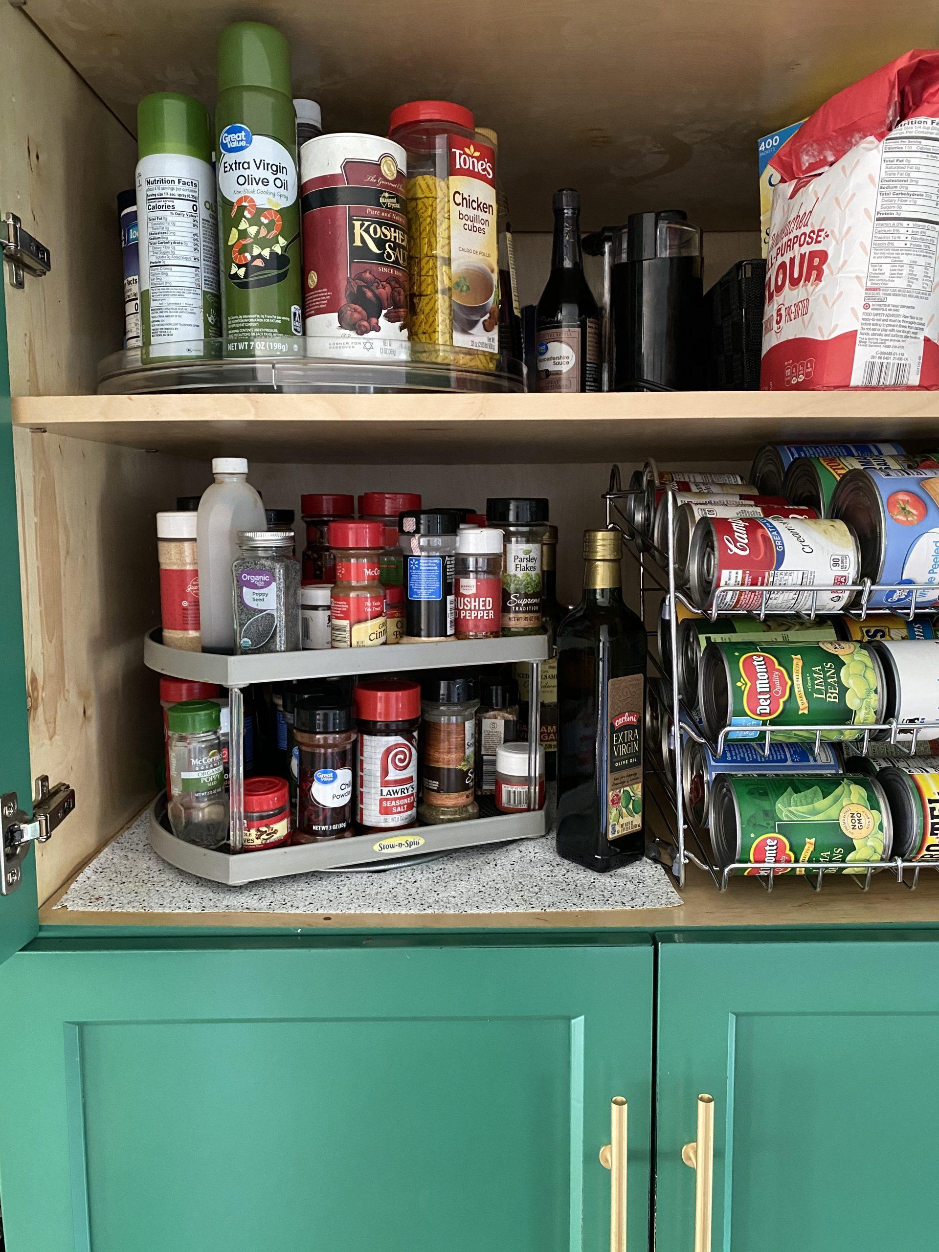 Easy-organizing-ideas-lazy-susan-pantry