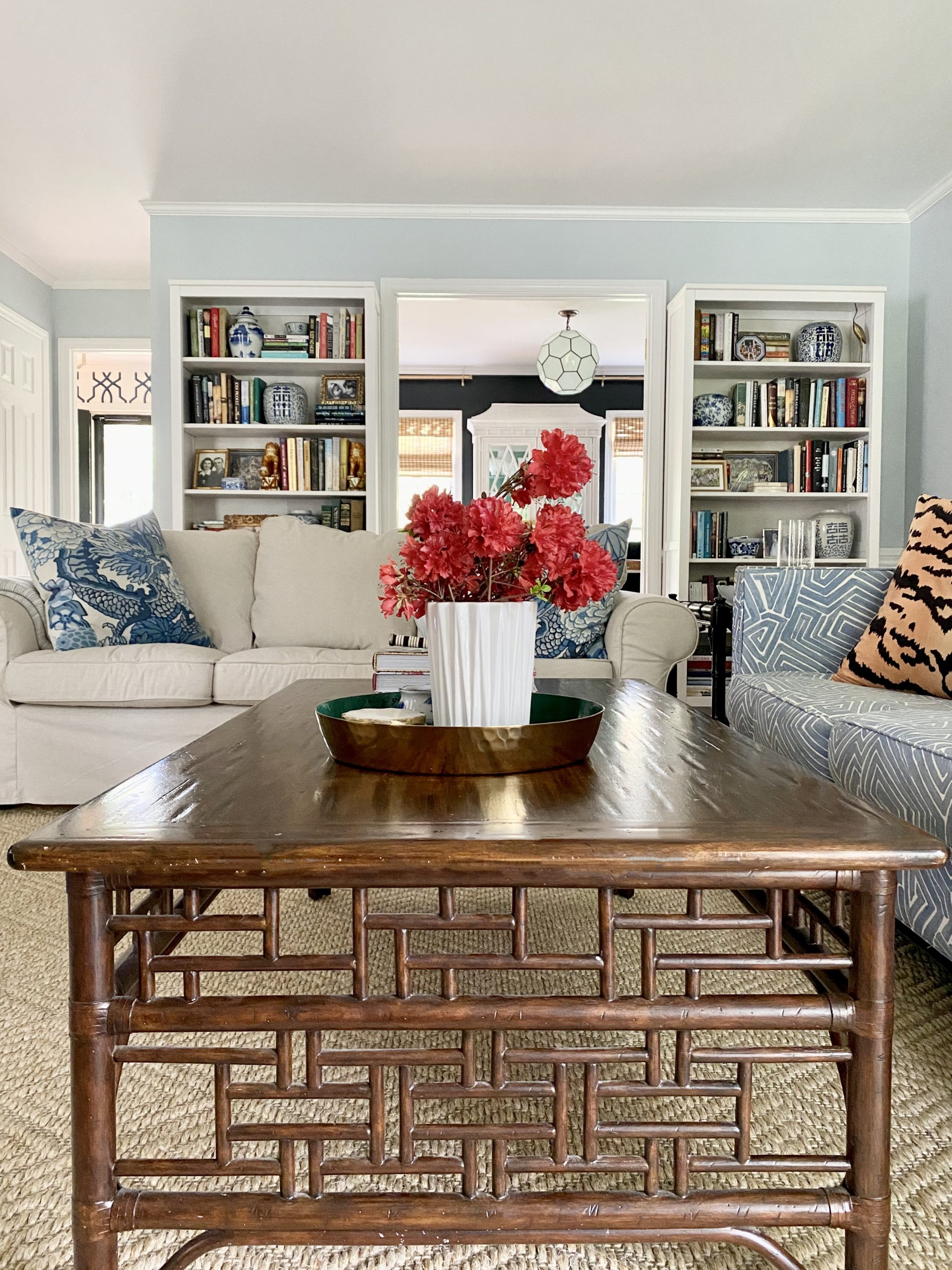 lighten-up-living-room_coffee_table