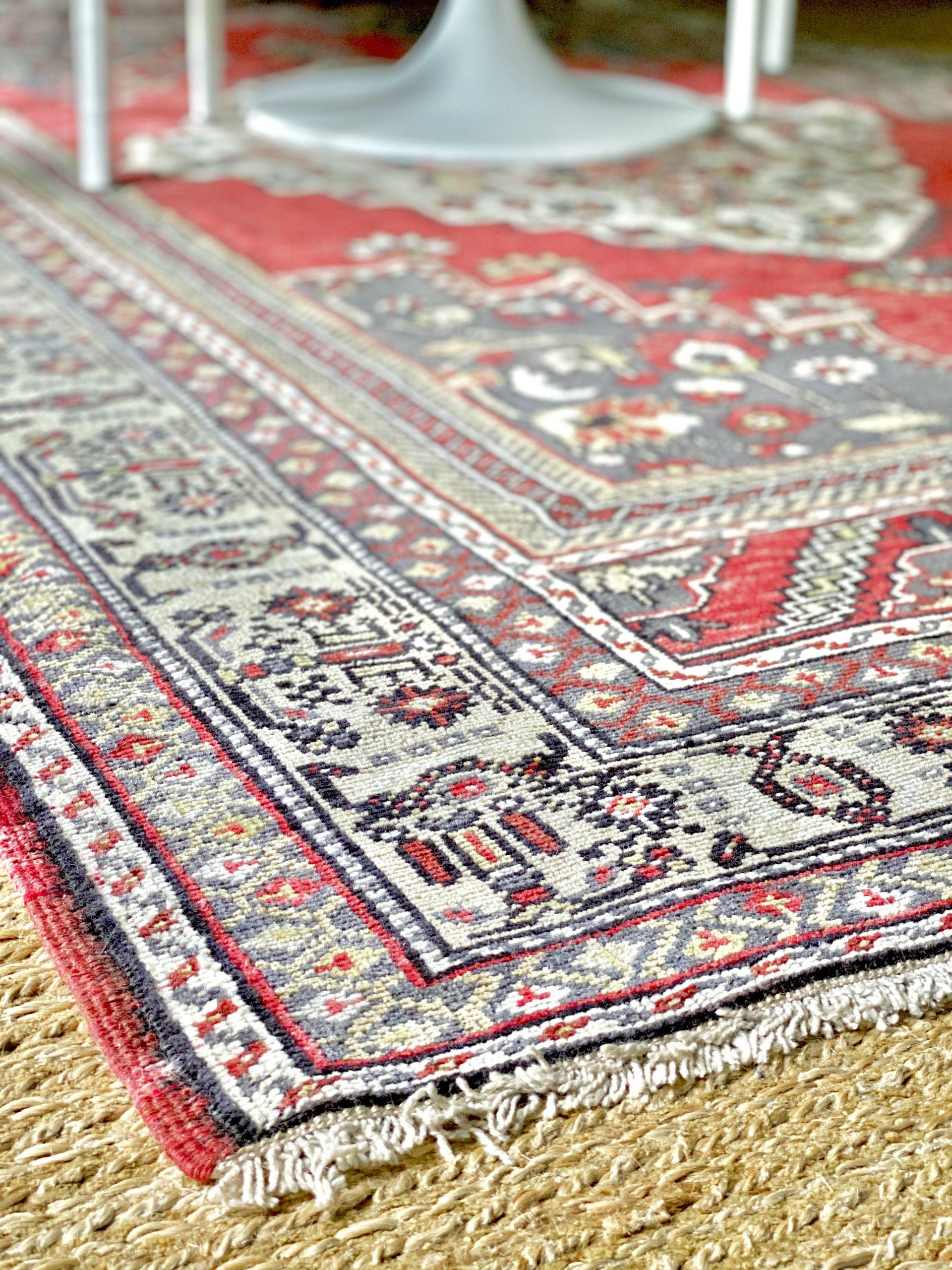 layering-vintage-turkish-rug-sisal