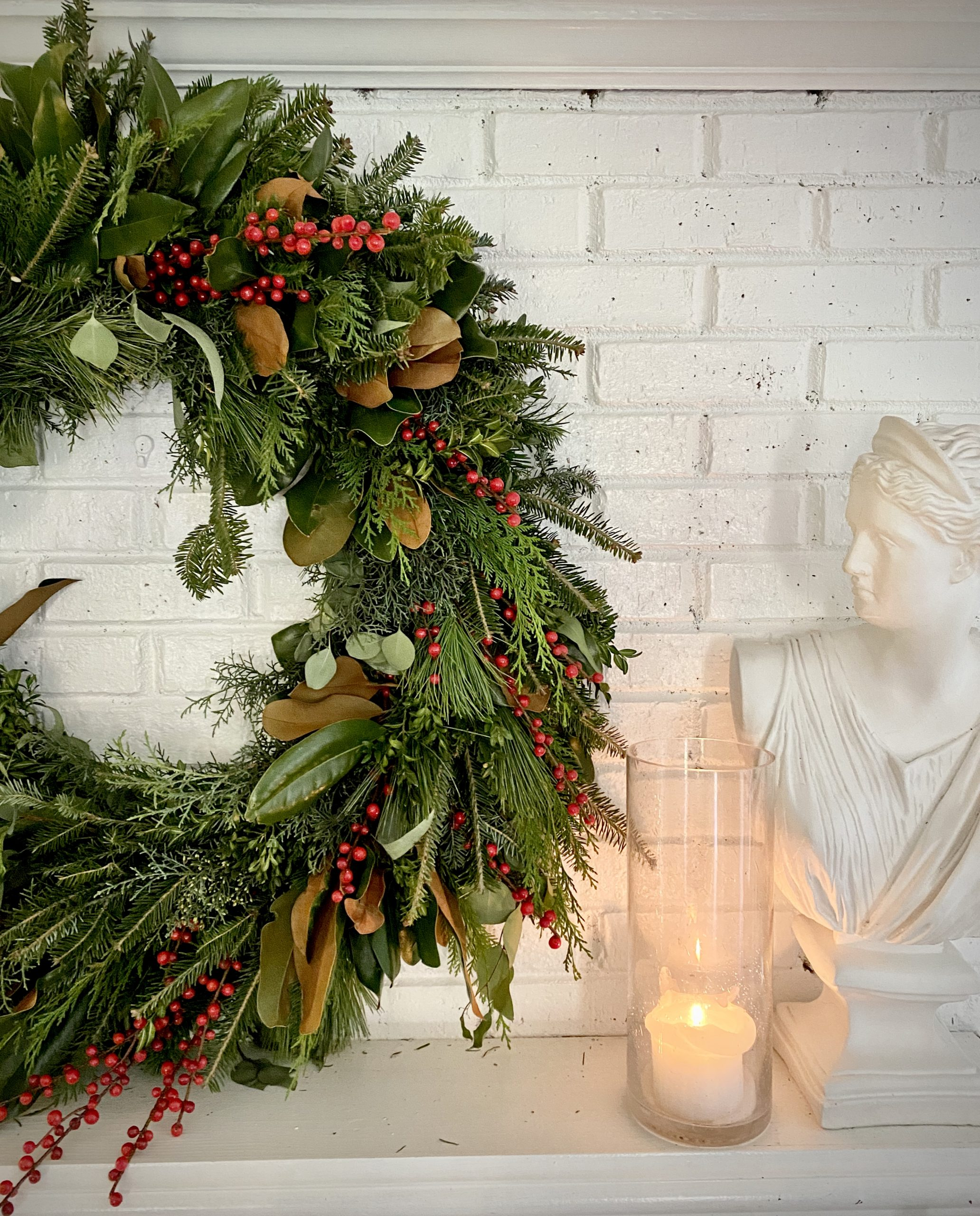 Christmas-wreath-colonial-home-tour