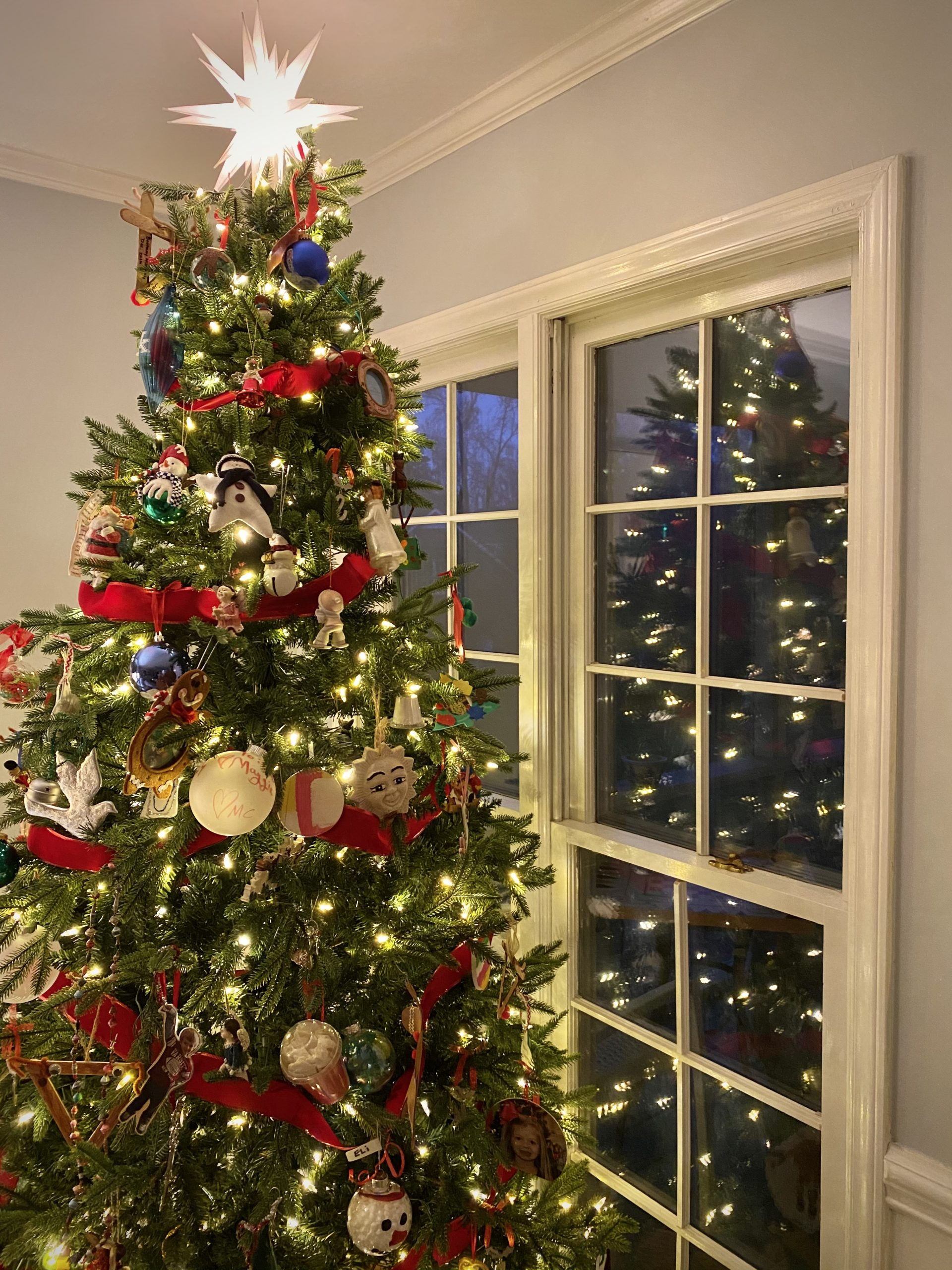 Colonial-home-tour-Christmas-tree