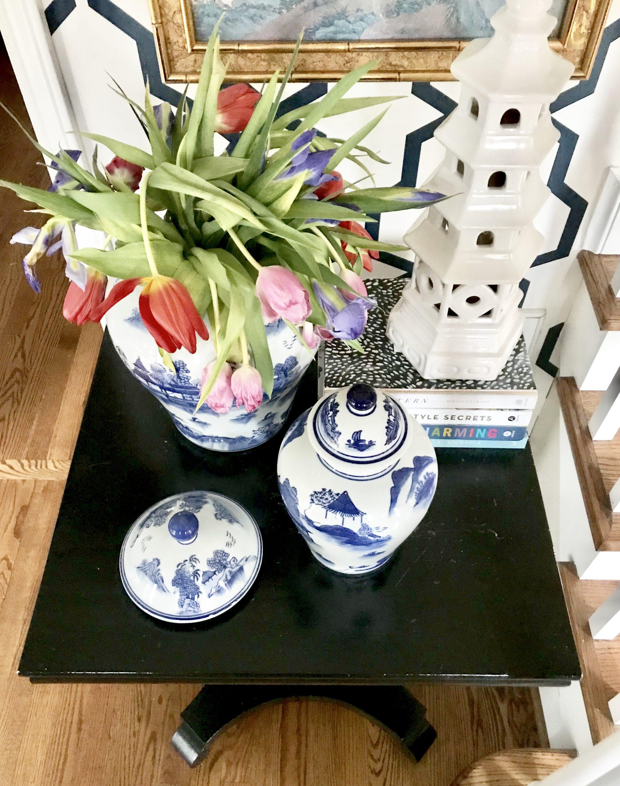 blue-white-home-decor-tulips