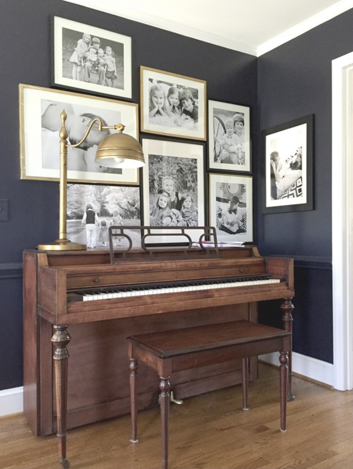 decorating-over-piano-gallery-wall