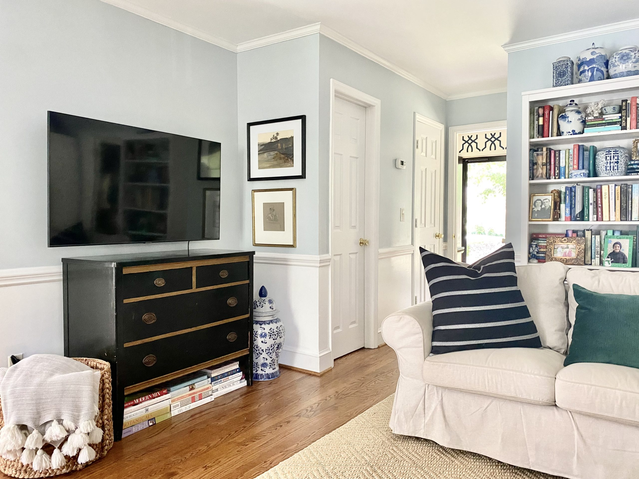decorating-small-tv-stand-living-room