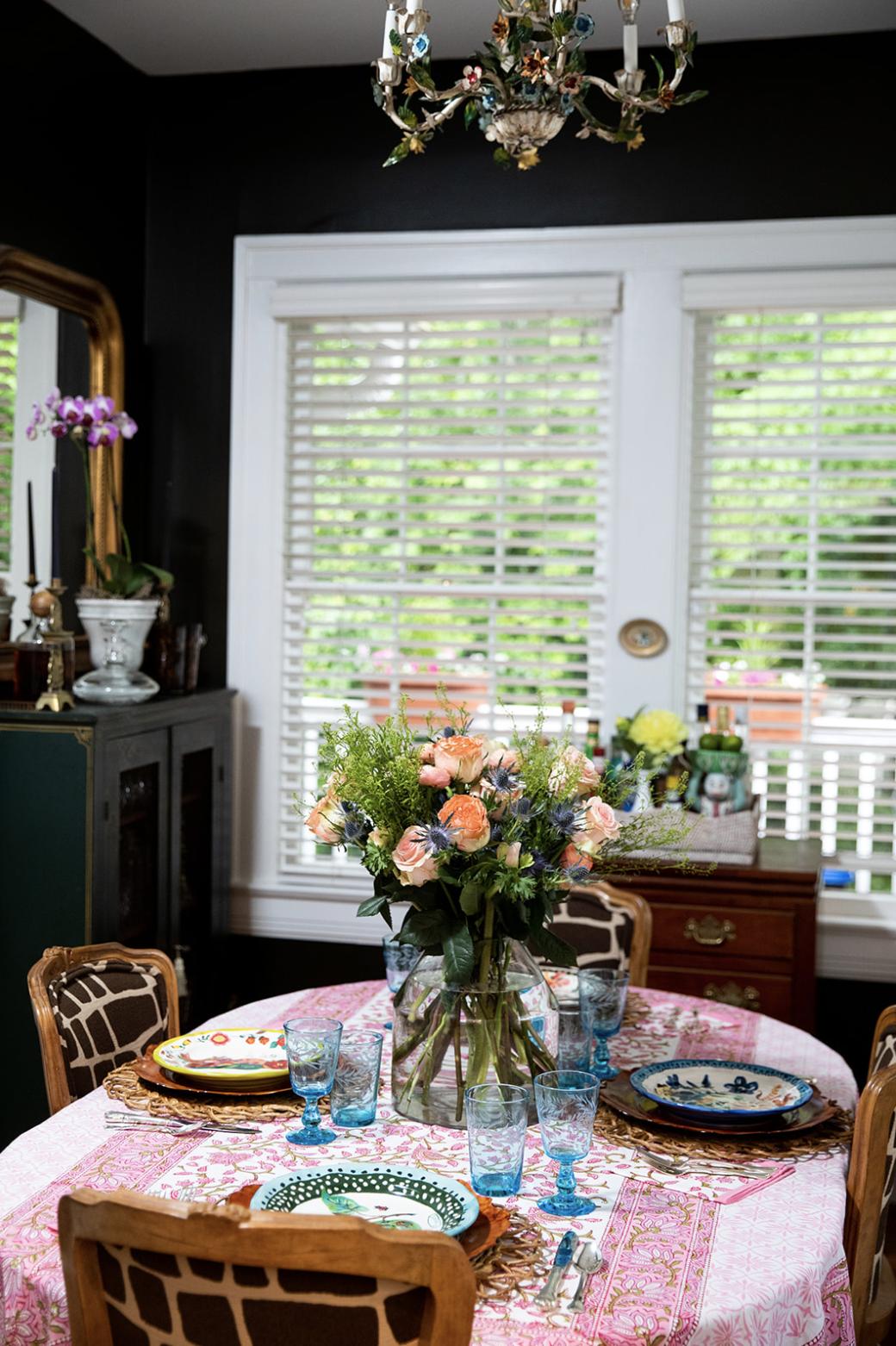 traditional-dining-room-Cameron_Jones